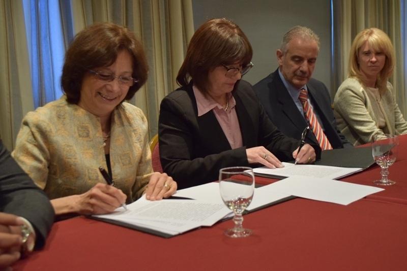 firmaron convenio en Usuaia para mejorar la comunicacion juan patricio furlong